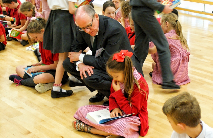 Nick Gibb reading children